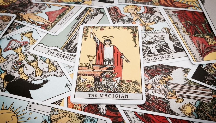 The Rider-Waite Tarot Deck Spread with Magician at Center