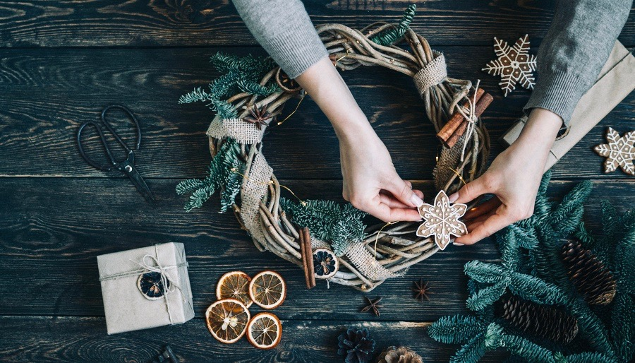 Making Natural Christmas Wreath
